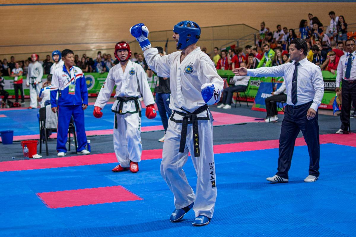 Přepište dějiny! Vojta je teprve třetí Čech, který vyhrál boj na mistrovství světa!