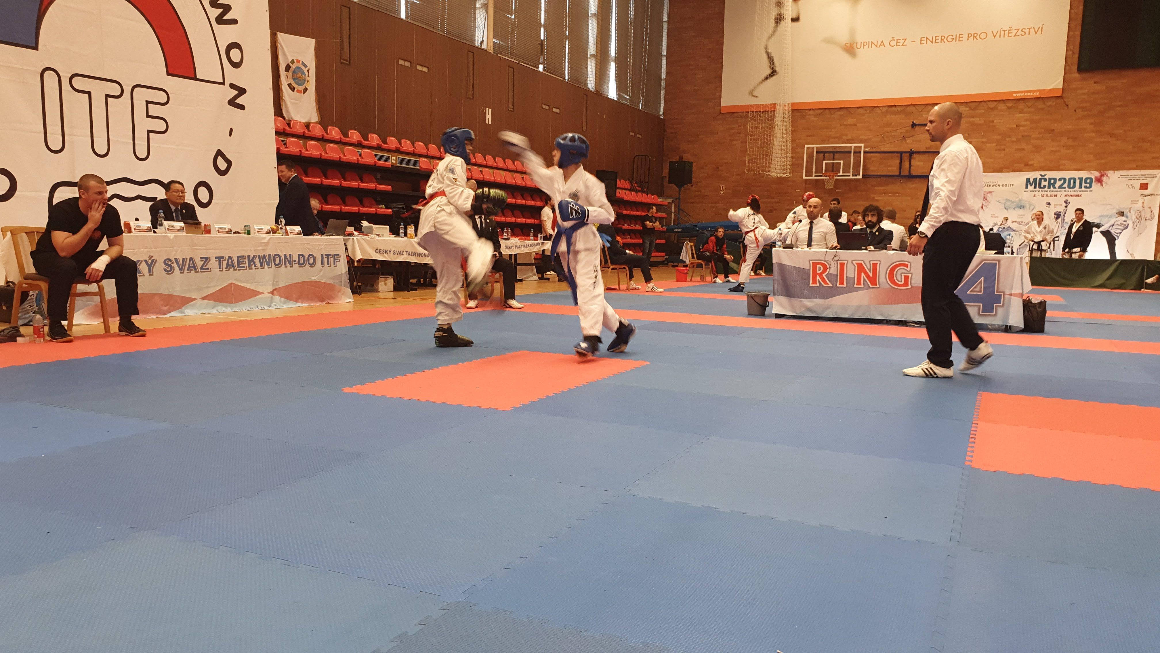 Dan Vlk  (modrý pásek vpravo) a jeho sportovní boj